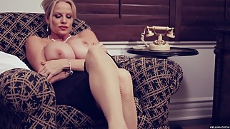 Big Tit Business Woman Takes A Masturbation Break