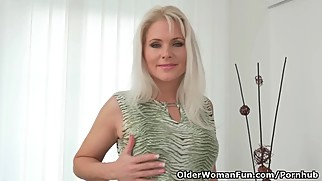 Euro milf Kathy Anderson needs to rub one out