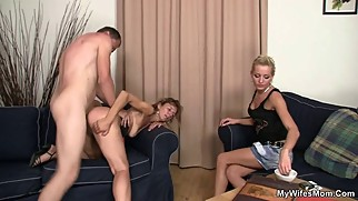 She watches her hubby fucks her mom